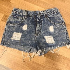 The perfect summer frayed jean short